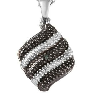 Green Diamond Accent pendant with chain